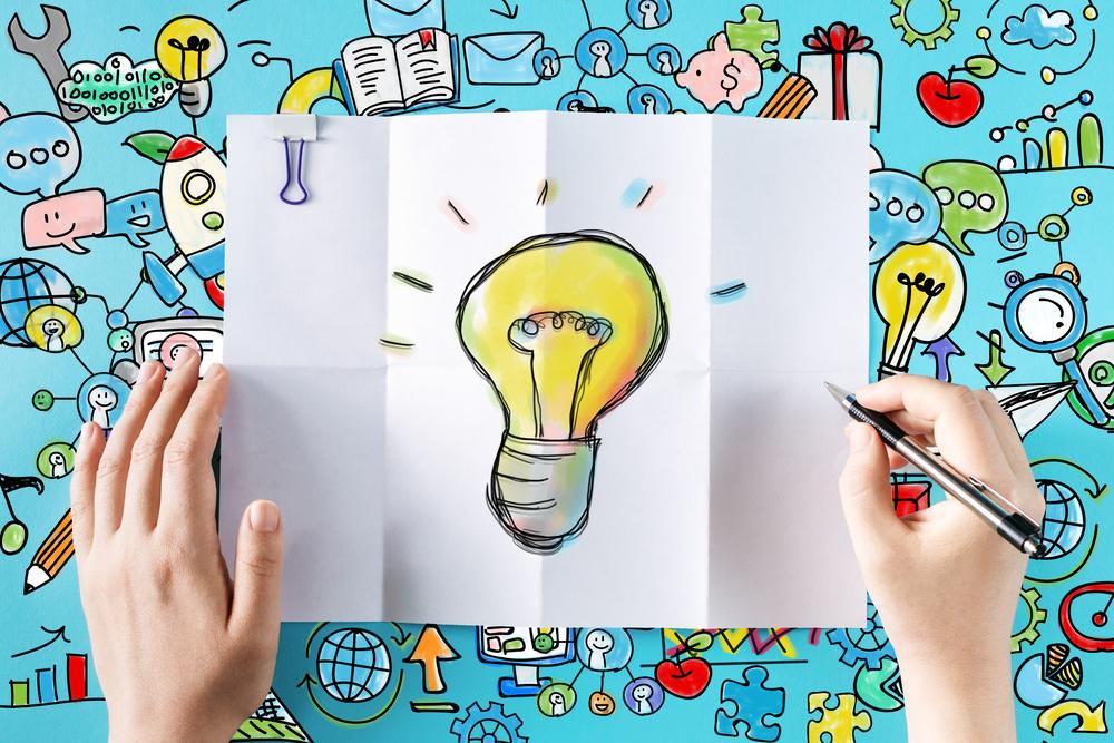 Glühbirne als Idee auf Papier gezeichnet
