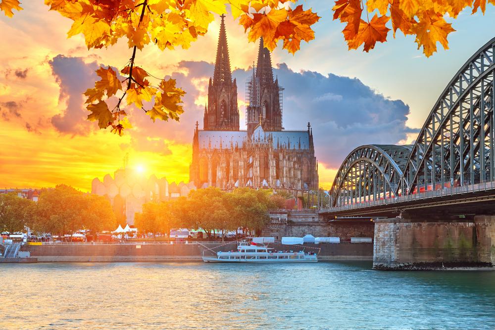 Kölner Dom-Stadt während Sonnenaufaufgang